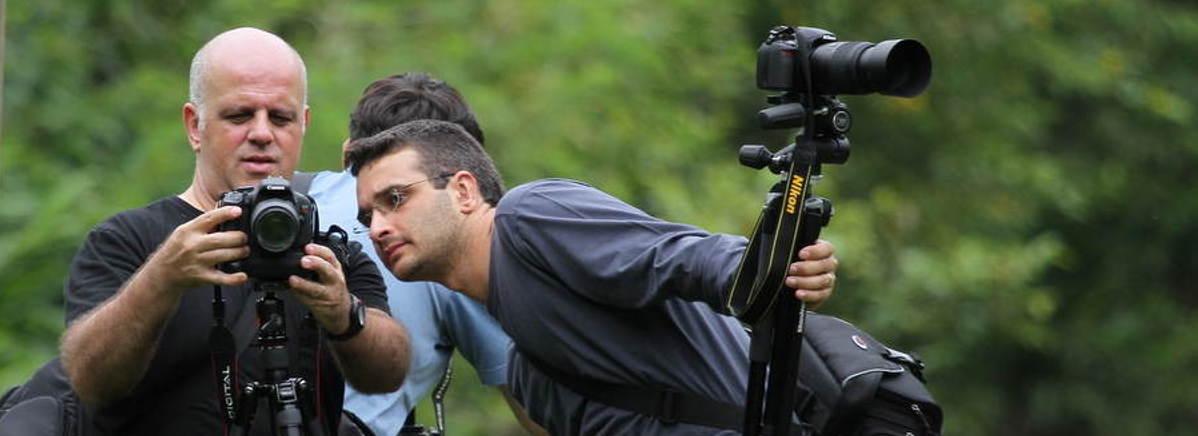 Aulas de fotografia câmera na mão