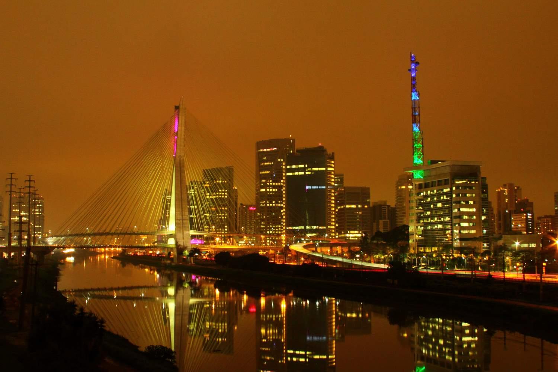 Ponte estaiada - são paulo - dica de foto com baixa exposição.