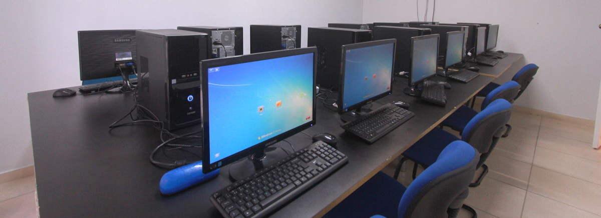 sala de tratamento de imagens da escola de fotografia